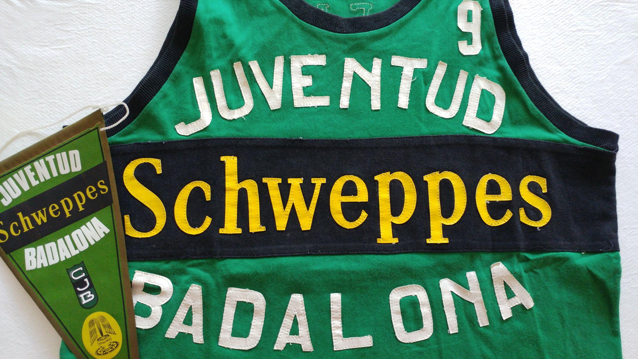 Foto: @ElPenyArmari. La camiseta del Schweppes Joventut del jugador Josep María Oleart
